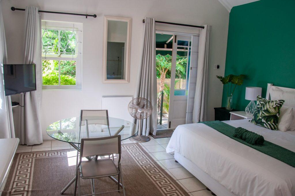 The Sunflower Room @ Rustic Manor