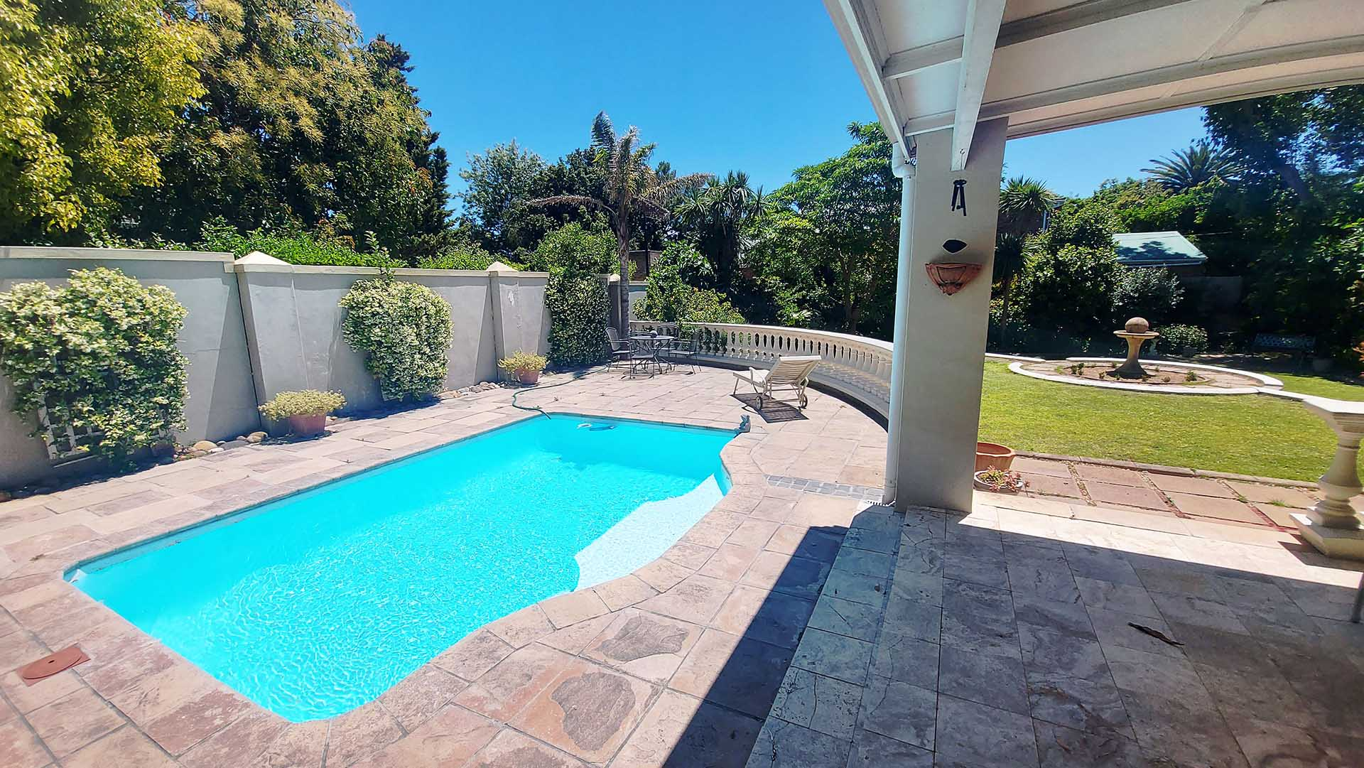 Rustic Manor Guest House Swimming Pool